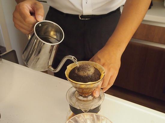 蒸らし終わったら、いよいよコーヒーの抽出