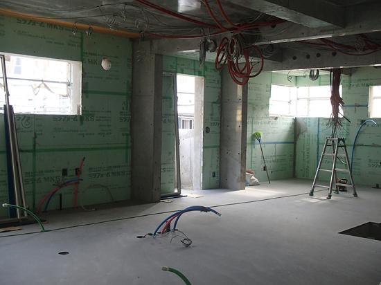 建物内部では設備配管や配線工事