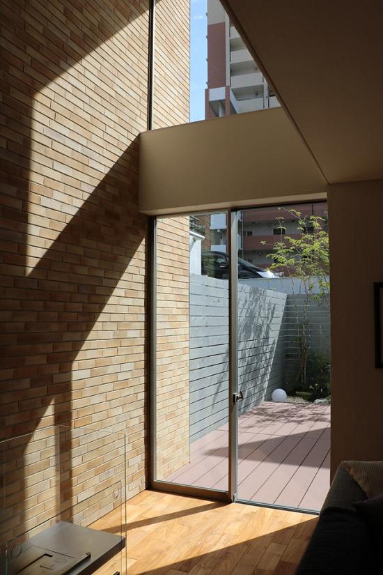鉄筋コンクリートモデルハウス「RCギャラリー西宮」の窓はアルミサッシ②