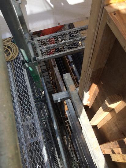 大阪市内RCテナントビル-4階まで上がってみると・・・
