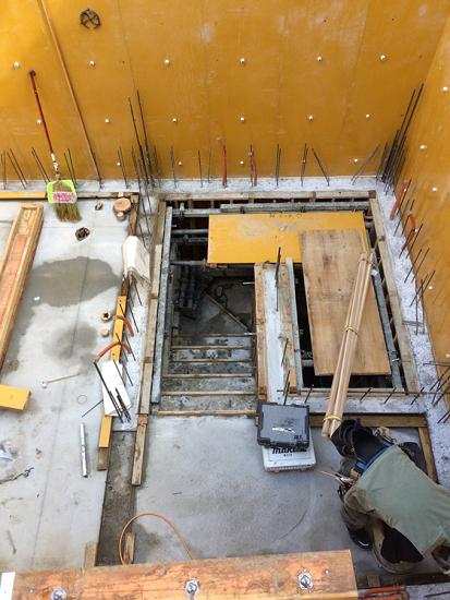 階段も鉄筋コンクリート造なので躯体と同時施工