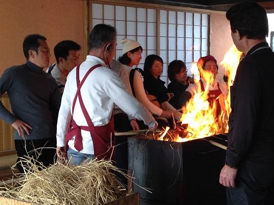 かつおの藁焼き体験①