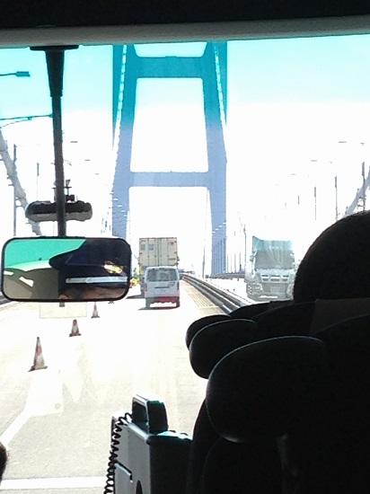 バスはいよいよ瀬戸大橋を渡ります。