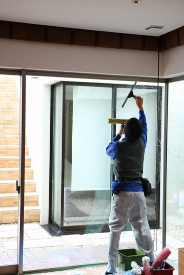 窓掃除の実演③