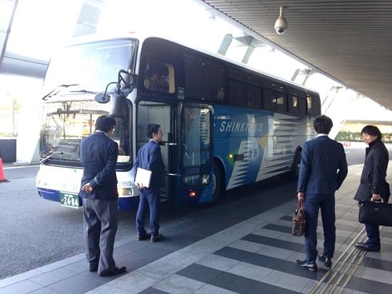 LIXILさんの住まいるフェア-三和建設からも大型バスに乗り込んで参加