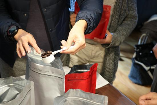 手書きデザインパッケージでブレンド珈琲とホットチョコを作るワークショップ⑩