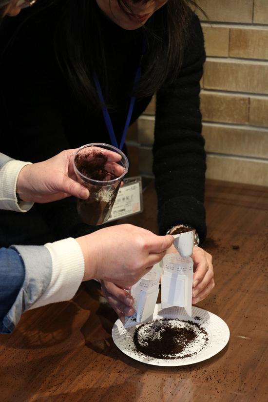 手書きデザインパッケージでブレンド珈琲とホットチョコを作るワークショップ⑪
