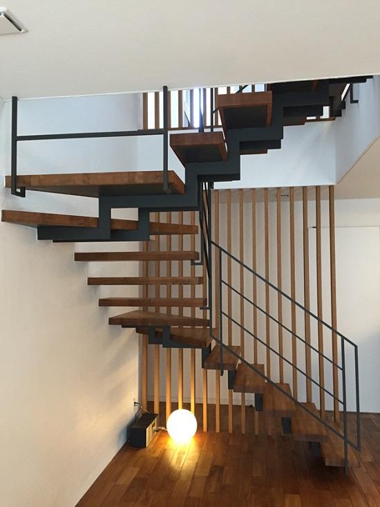 「この階段、素敵ですねえ」