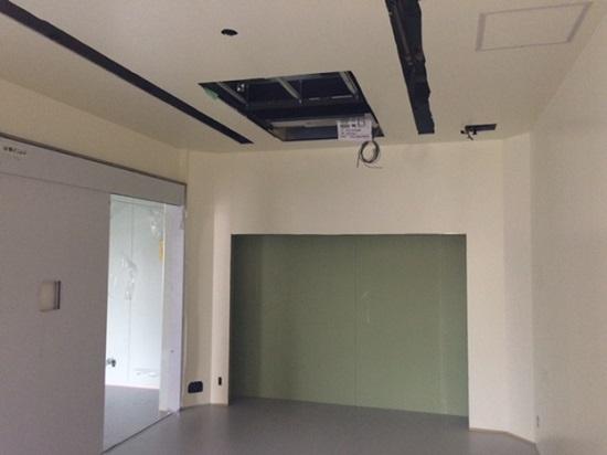 手術室、他の部屋にはない無停電設備や専用の内装材