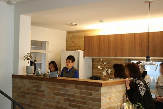 モデルハウスを使ったお掃除実演「キッチン」①