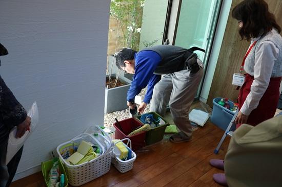 モデルハウスを使ったお掃除実演「サッシレール」