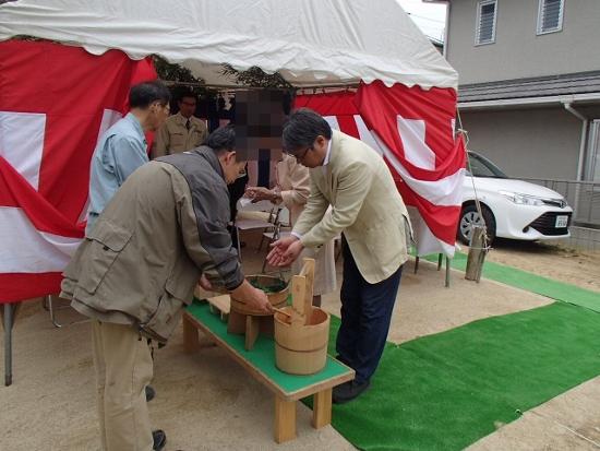 神事会場に入る前に手を洗い心身を浄めます