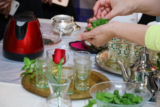 モロッコでは定番の飲み物、ミントティー