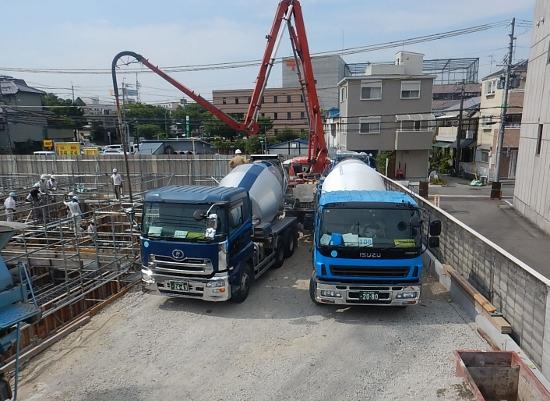 受け入れ検査が終わり、基礎コンクリート打設が始まりました