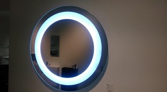 鏡の中にLEDライトを組み込んだOrion(オリオン)サンワカンパニー