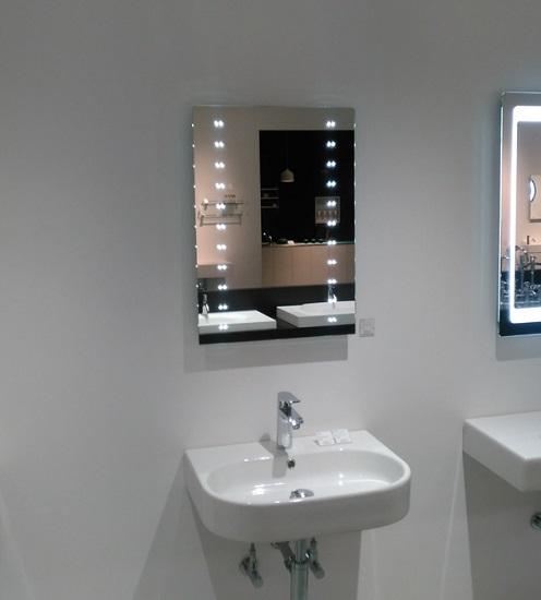 鏡の中にLEDライトを組み込んだPhoenix(フェニックス)サンワカンパニー