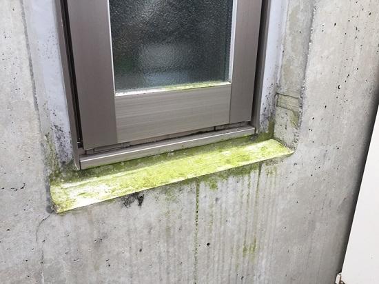 コンクリートは本来止水性がある素材ですが、吸水性はあります