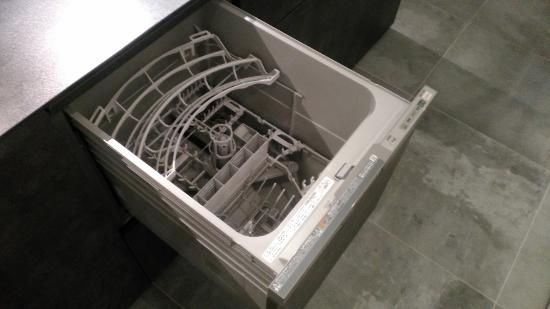 国産のリンナイ製食器洗乾燥機(内部)