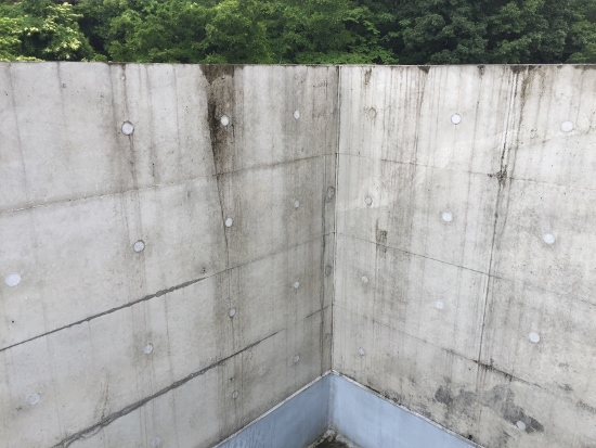 屋上の手すり壁