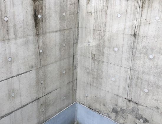 撥水剤が塗布されていない築8年が経過したRC住宅の外壁