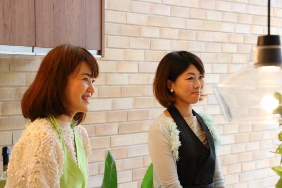 木蓮teaの矢野真奈さんと西宮ママ倶楽部主宰の内藤一美さん