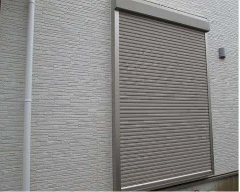 足がかりとなる窓には「防犯ガラス」や「シャッター」を設ける