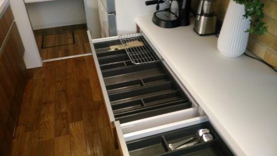 RCギャラリー西宮のキッチンは、プラスチック製のトレイ