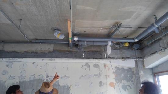 各配管の設置された経緯やルートを確認