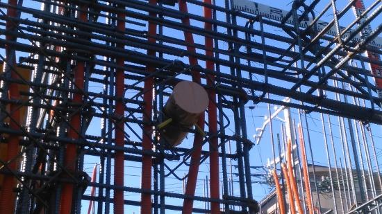 電気設備配管や換気設備のスリーブ(貫通孔)も仕込