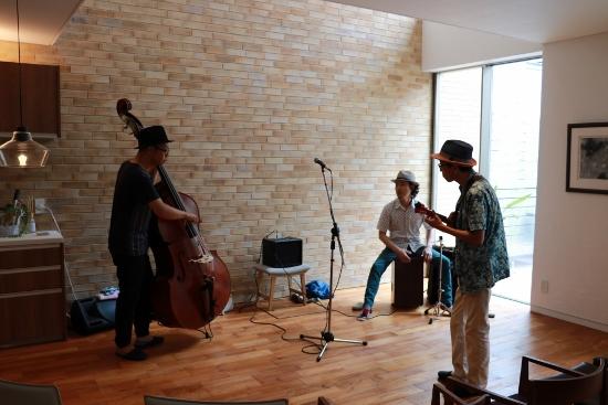 Ukulele Swing Trio 音合わせの様子