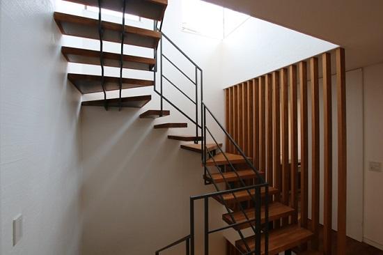 『RCギャラリー西宮』室内の階段
