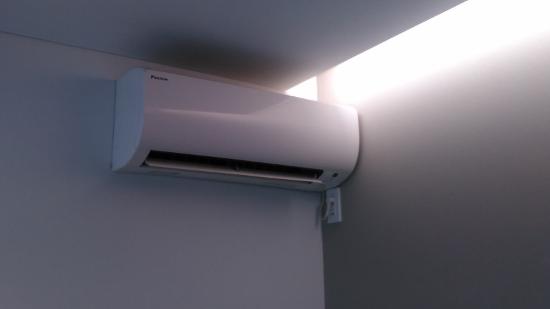 エアコン壁掛けタイプ