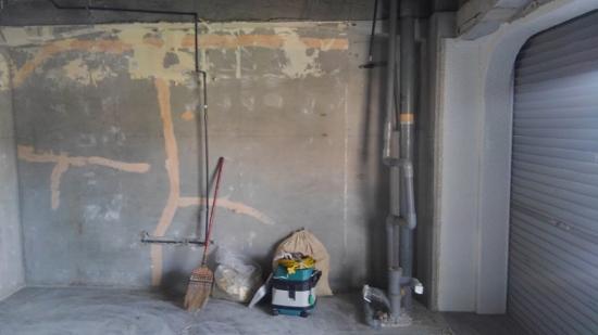 前回訪れた時は内部の壁はまだコンクリートがむき出しの状態