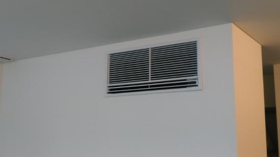 壁の中に埋め込むタイプのエアコン