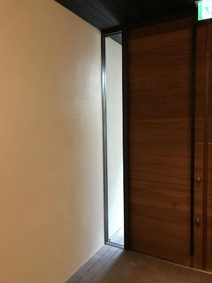 室内、室外壁を同じ仕上げとする事でスッキリ見える①