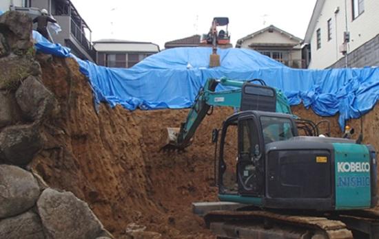 掘り込みガレージの造成工事の様子