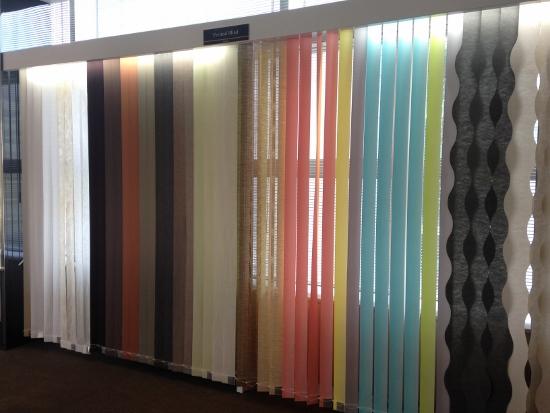 ブラインドやカーテンもサンプルが豊富