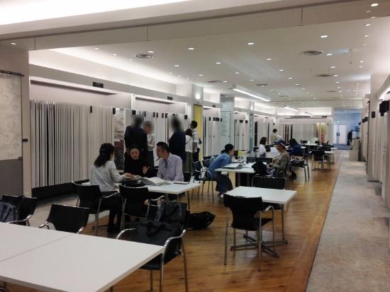 梅田のハービス大阪内にあるサンゲツさんのショールーム