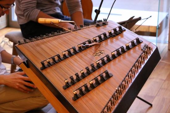 ハンマーダルシマーはその美しい音色から「癒しの打弦楽器」とも言われています