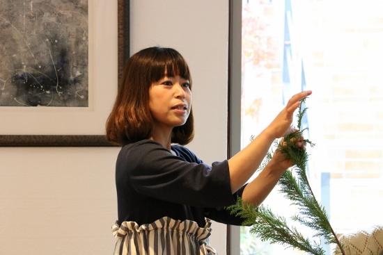 「生花を使った大人のクリスマスリース作り教室」を開催