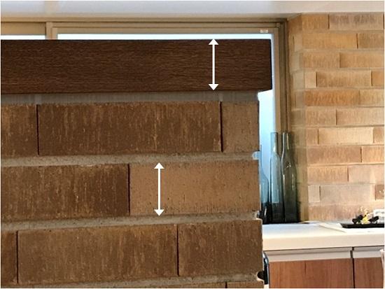 カウンター天板とレンガタイルの厚み