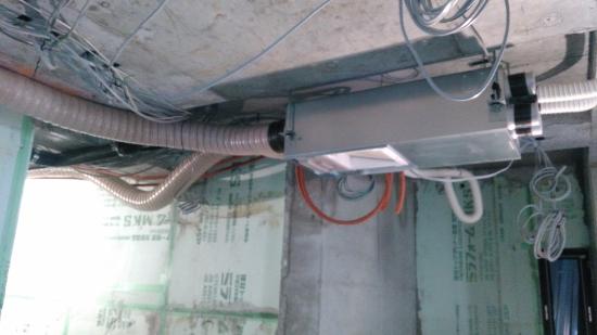 パナソニック製の熱交換型24時間計画換気システムの本体