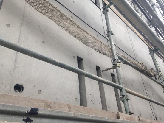 当社の標準仕様では、打放しの外壁に撥水剤「ランデックスコート」が塗布