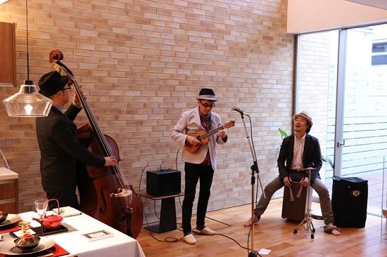 """"""" Ukulele Swing Trio """" さんによるNEW YEAR ライブ"""