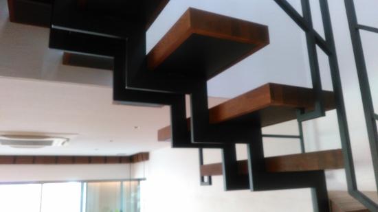 RCギャラリー西宮展示場階段はイナズマ型