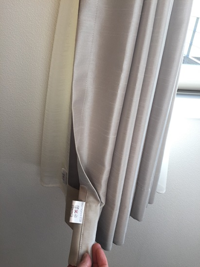 「左用」のカーテン