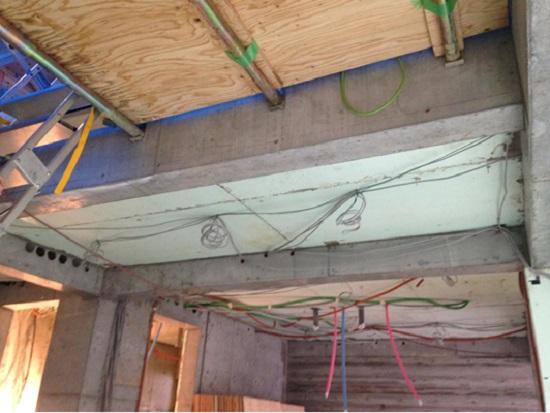 頭上には電気配線やガス配管、給水・給湯配管