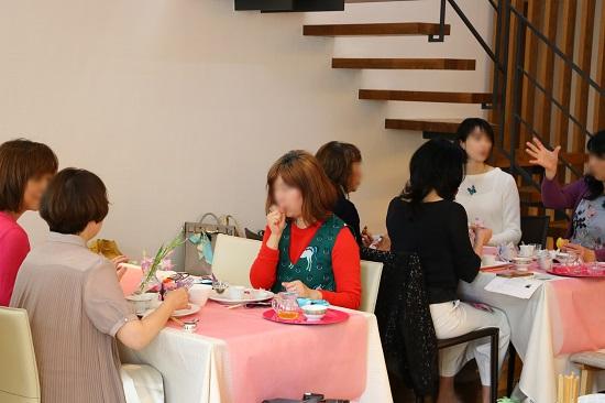中国茶を囲んで交流の場が広がりました