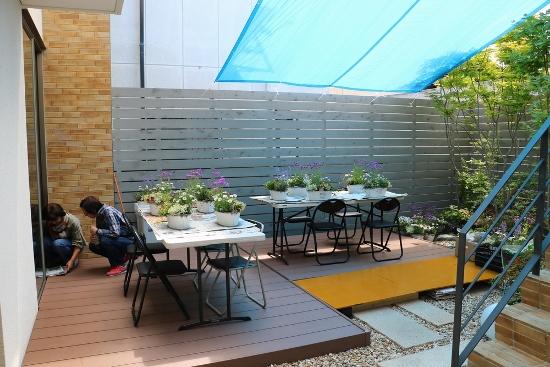 5.6モデルハウスの中庭で寄せ植え教室①