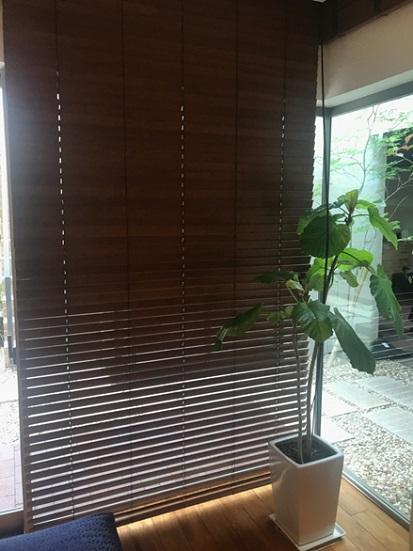 西宮展示場では、インテリア性の高い木製ブラインドを使用